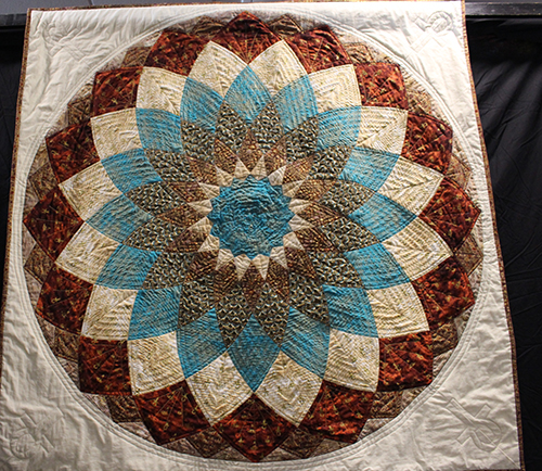 Alison Francis competition quilt 'Egyptian Dahlia'